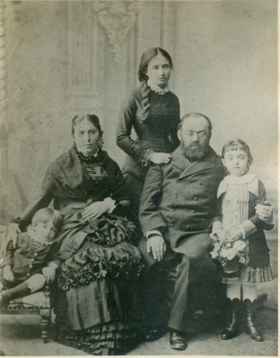 Jabotinsky family, Odessa. From right: daughter Tamar, father Yonah, a relative, mother Hava and son Vladimir Zeev