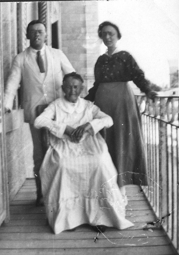 Zeev Jabotinsky with his mother, Hava, and his sister, Tamar, in Eretz Israel