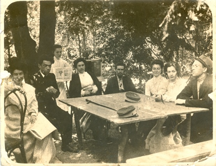 Zeev Jabotinsky and his mother, Hava Jabotinsky, with friends in Odessa (?); among them, Alexander Poliakov and Shlomo Gepstein