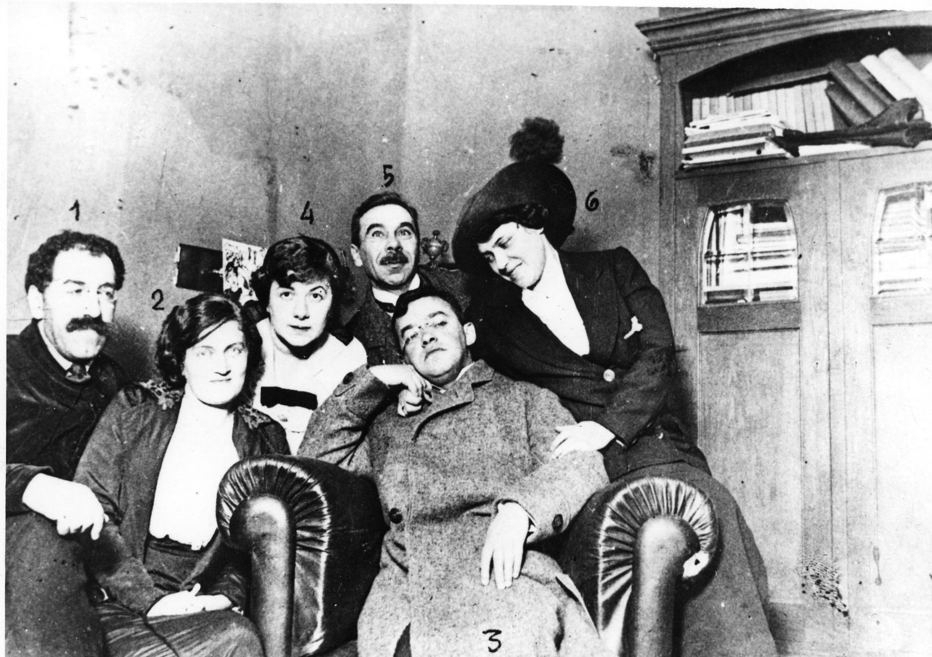 Victor Kugel and wife Maria, Zeev Jabotinsky (seated in armchair) and wife Joanna and Shlomo Zaltzman and his wife during visit to St. Petersburg