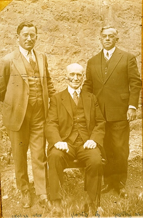 Zeev Jabotinsky and Meir Grossman standing on either side of Colonel John Patterson , 1930